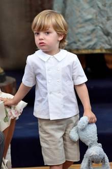 """Prinz Nicolas hat wieder sein Lieblingskuscheltier """"Kaninen""""dabei."""