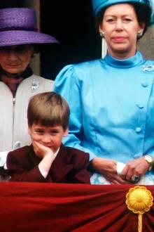 1. Juni 1988  Bruder Prinz William ist nicht minder gelangweilt.