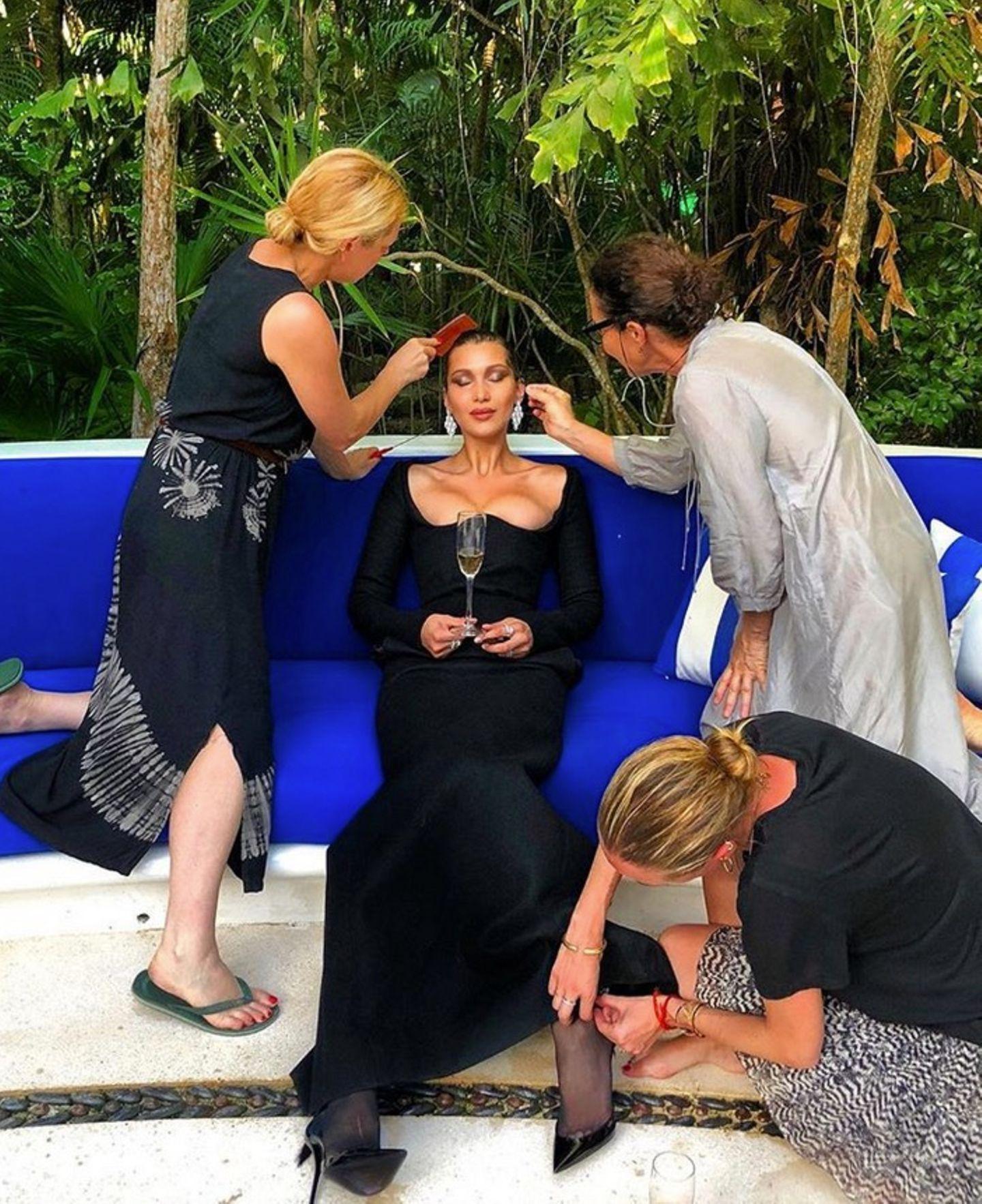 Bella Hadid braucht eigentlich nur noch zu sitzen und entspannen. DenRest erledigen ihre fleißigen Assistenten.