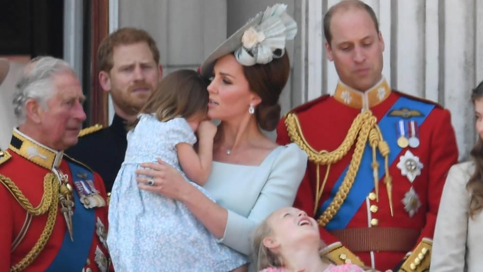 Prinzessin Charlotte auf dem Arm von Mama Herzogin Catherine