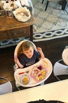 9. Juni 2018  Romeo, Leonardo und Rafael von Hilaria Baldwin freuen sich auf das Frühstück.