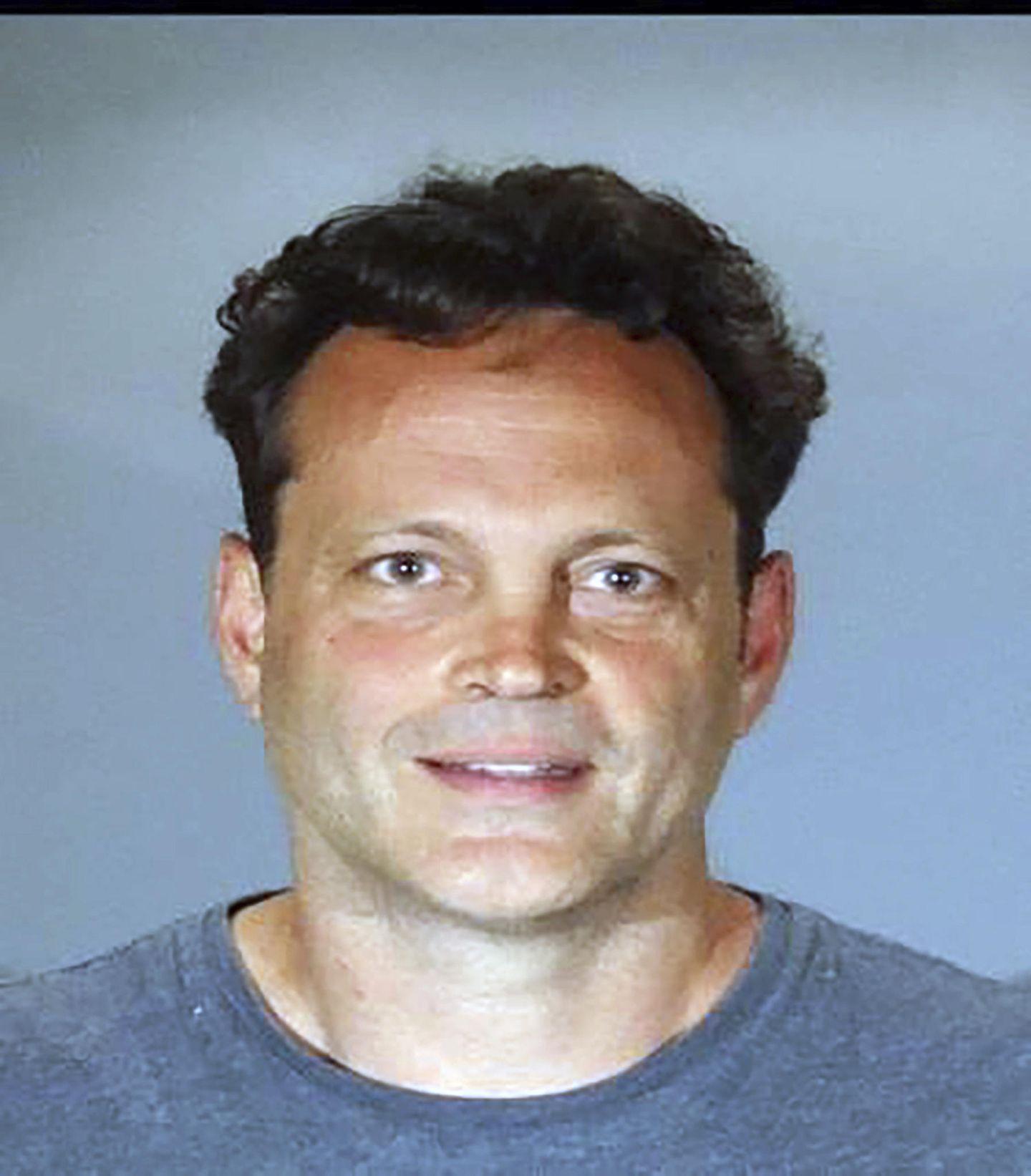 """Vince Vaughn  Der Schauspieler soll laut """"TMZ"""" bei einer Verkehrskontrolle auffällig geworden sein.Später istVaughn wegen Verdachts auf Trunkenheit am Steuer und Widerstand gegen die Polizei (Manhattan Beach) festgenommen worden und ist nun stolzer Besitzer dieses tollen Porträts."""