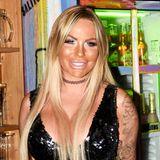 2018: Dieses Bild zeigt Gina-Lisa aktuell auf Mallorca. Von der sympathischen GNTM-Kandidatin ist zumindest optisch nicht mehr viel übrig. Neben einigen Besuchen beim Beauty-Doc scheint hier allerdings auch eine ordentliche Portion Selbstbräuner zum finalen Look verholfen zu haben.