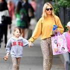 Gab es die Leo-Leggings etwa im Doppelpack? Sienna Miller und Töchterchen Marlowe flanieren im wilden Mutter-Tochter-Partnerlook durch New York.