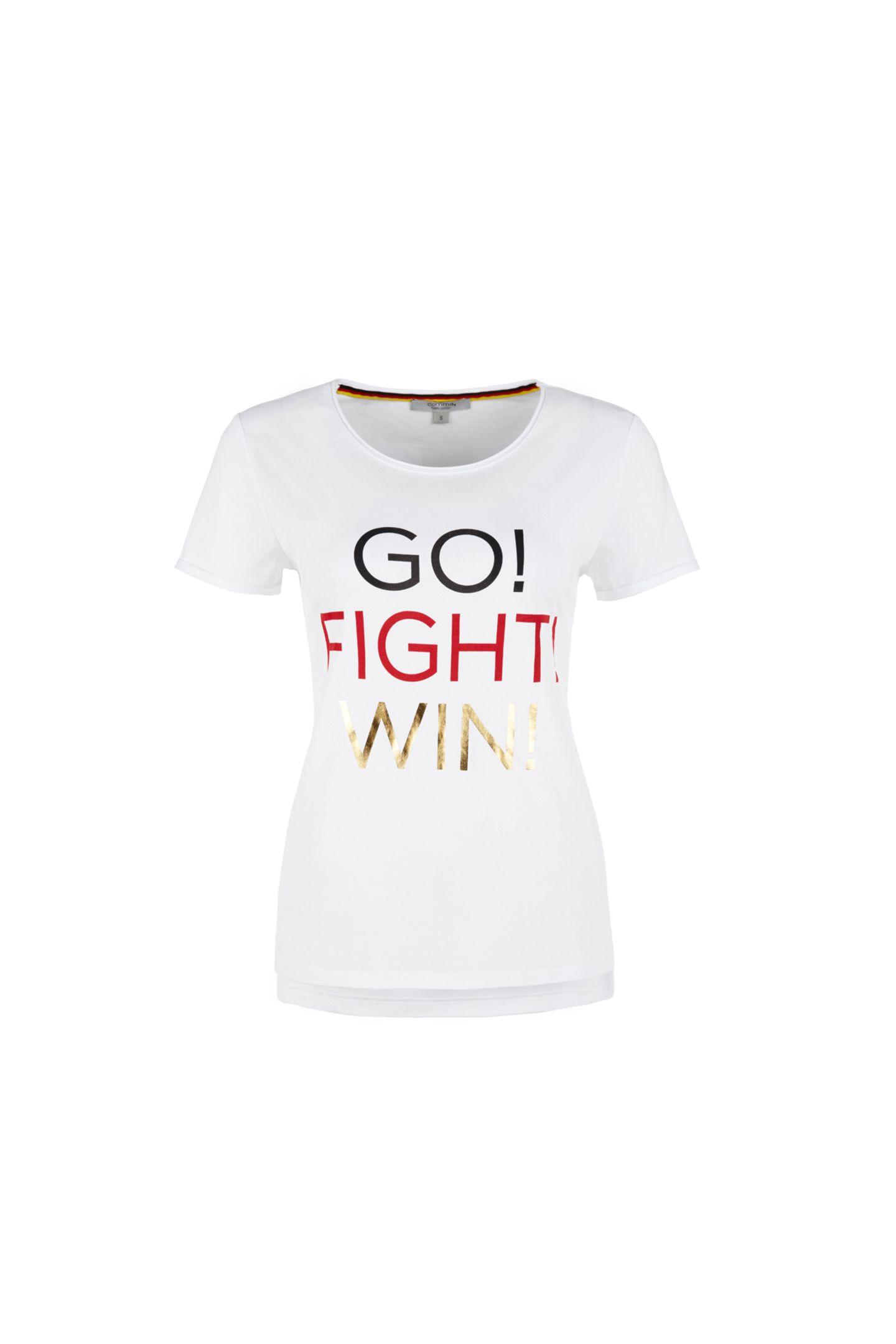 Go! Fight!Win! Dieses WM-Shirt von comma ist perfekt für einen stilvollen Auftritt auf der Fanmeile! Ca. 30 Euro.