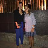 Zwei Tennis-Asse unter sich: Ana Ivanovic und Angelique Kerber feiern ihre langjährige Freundschaft mit einem ausgiebigenDinner. Ihrem unverwechselbaren Style bleibt Ana Ivanovic natürlich auch zu diesem Anlass treu und zeigt sich typisch casual-schick: Ihr schlichtes, schwarzes Top kombiniert sieklassisch zu einem gleichfarbigen Blazer und setzt ihre langen Beine in einer blauen Highwaist-Hose sowie High Heels perfekt in Szene.