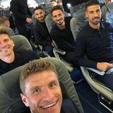 Auf geht's nach Russland! Mats Hummels postet diesen Schnappschuss aus dem Flugzeug.