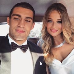Ihren jetzigen Ehemann, den kroatischen Mittelfeldspieler Mateo Kovacic, lernte Izabel als Teenager in der Kirche kennen: Er war Messdiener und sie sang im Chor, 2017 krönten sie ihr Liebesglück mit einer Hochzeit.