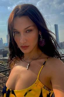"""Supermodel Bella Hadid postetsich ungeschminkt auf Instagram und schreibt dazu: """"Silence"""" (z.dt.: Stille). Und wir müssen zugeben: Ja, bei diesem Anblick stockt uns der Atem."""