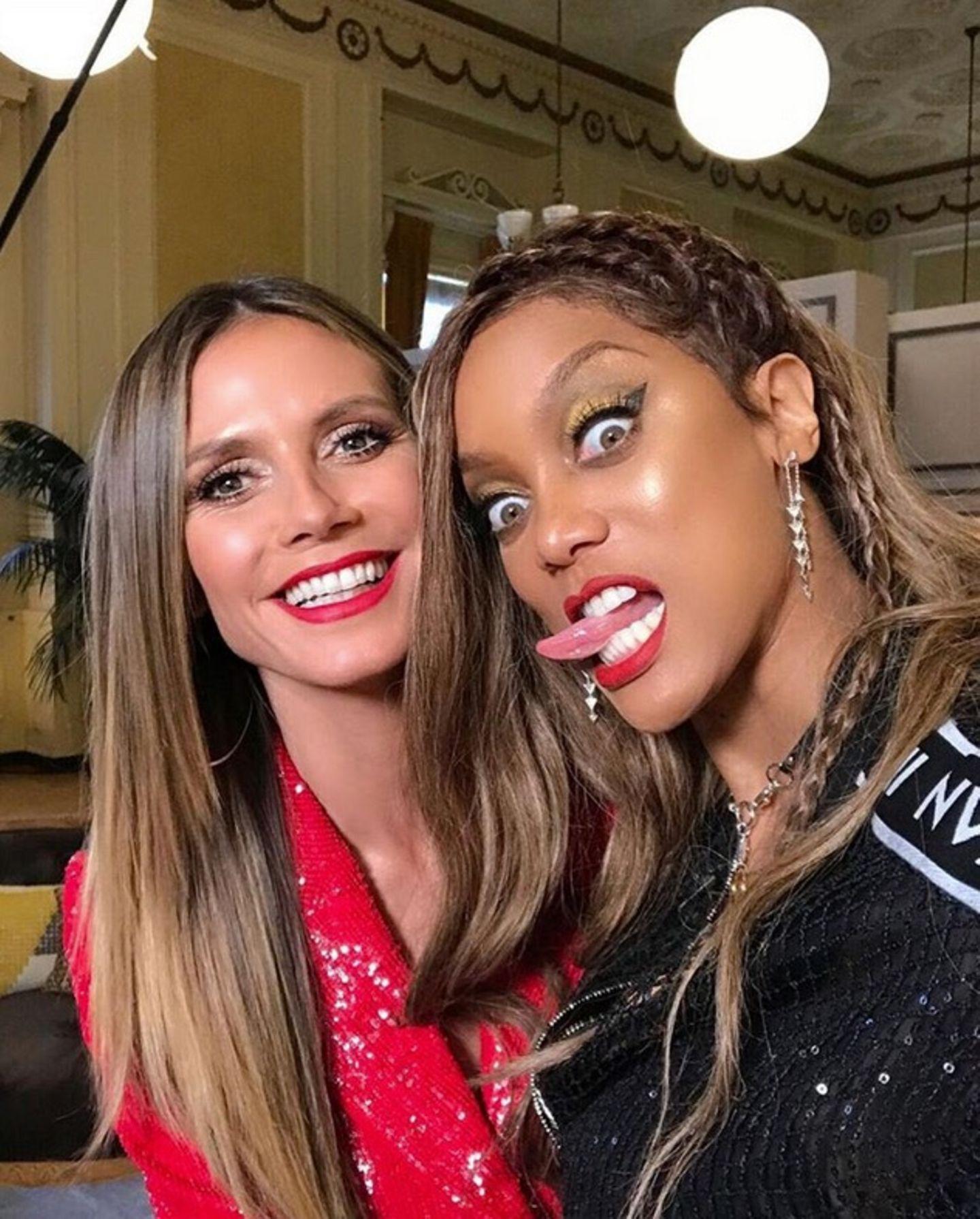 """Eine süße Liebeserklärung widmet Tyra Banks an ihre Freundin und Kollegin Heidi Klum. Auf ihrem Instagram-Account schreibt das Supermodel: """"Heidi Klum ist einer der schönsten Menschen, denich kenne, sowohl innenals auch außen."""" Das scheint wirklich wahre Freundschaft zwischen den beiden Models zu sein."""