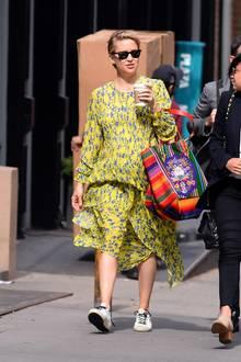 Blumige Babykugel: Schauspielerin Kate Hudson beweist wie stylisch eine Schwangerschaft im Sommer sein kann.