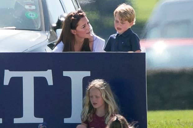 Da muss Mama Kate trösten: Prinz George muss ein paar Tränchen verdrückt. Savannah (im roten Shirt) bekommt davon nichts mit