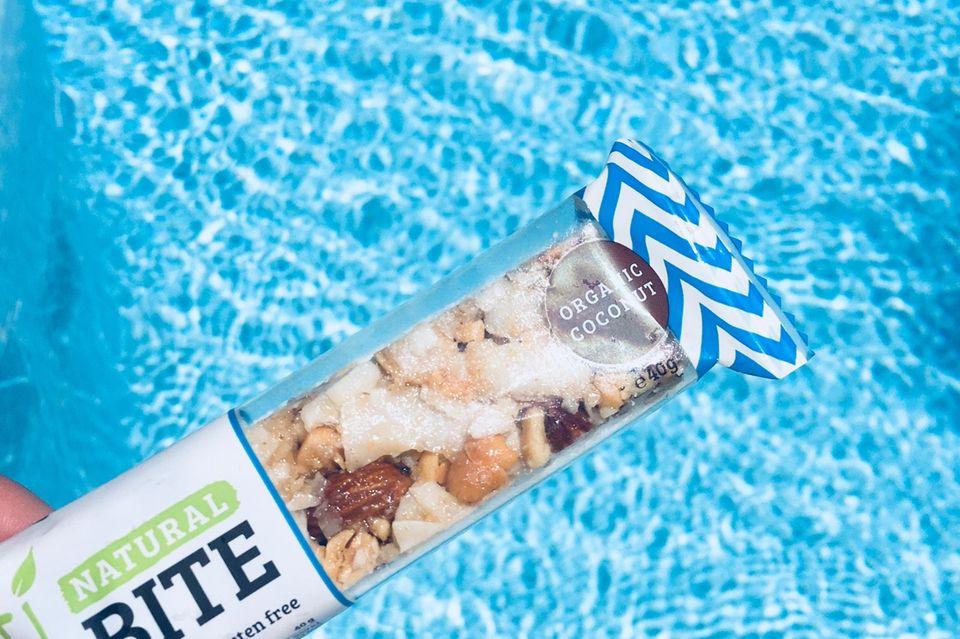 DenNatural-Bite von HEJ gibt es in vier verschiedenen Geschmacksrichtungen. Was sie jedoch alle gemeinsam haben: Sie sind vegan, glutenfrei und ohne industrielle Zucker gefertigt.