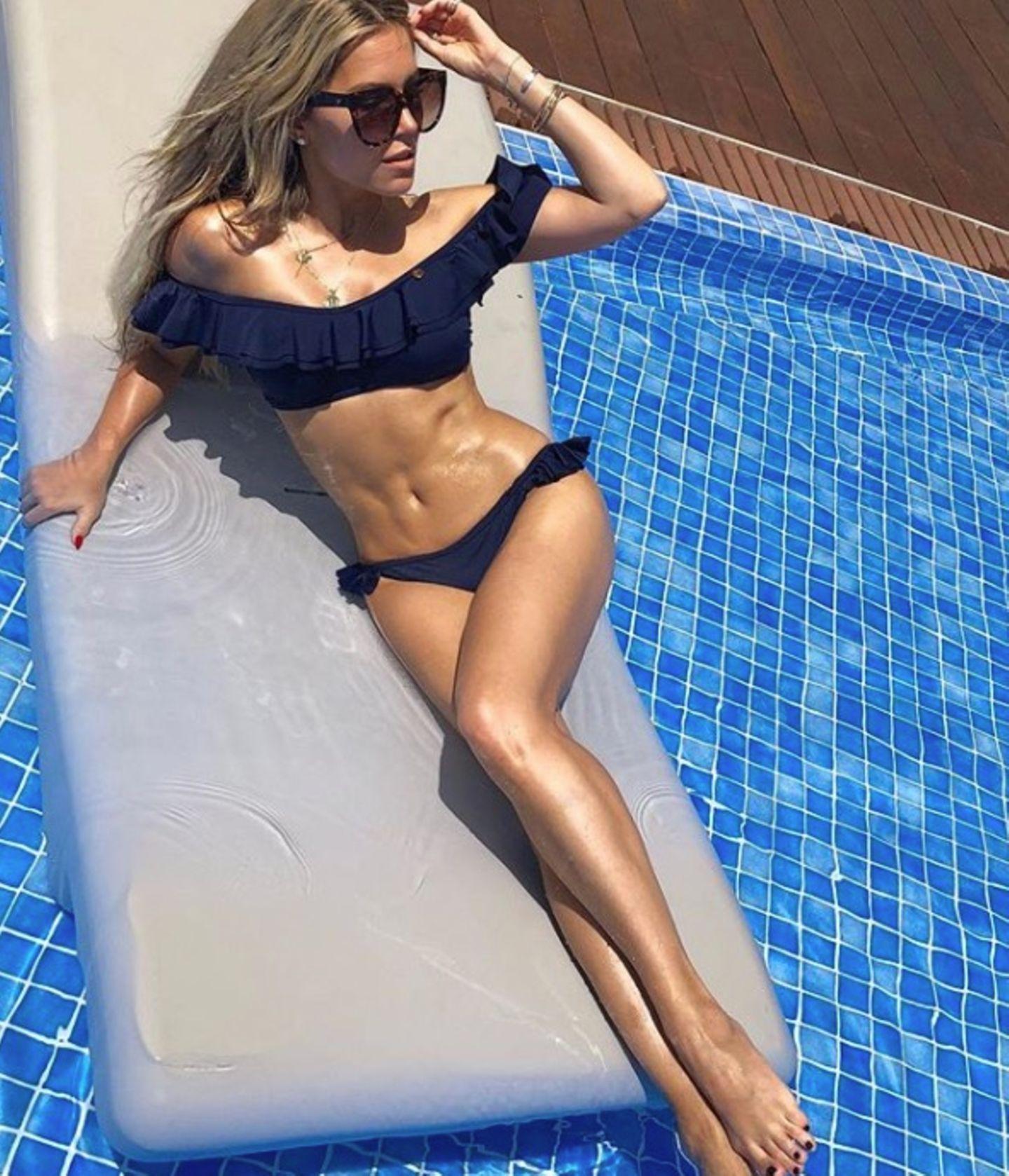 Da zahlt sich das harte Training aus: Sylvie Meis posiert gern freizügig für Fotos und beglückt ihre Instagram-Follower mit einem sexy Sixpack-Schnappschuss. Hot!