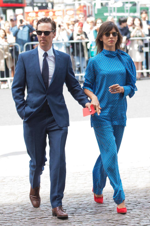 Trauriger Anlass, toller Style: Benedict Cumberbatch und seine Frau Sophie Hunter haben sich anlässlich des Gottesdiensts für den kürzlich verstorbenen Physiker Stephen Hawking in der Westminster Abbey gegen Schwarz und für diesen Partnerlook in schön aufeinander abgestimmtenBlautönen entschieden.