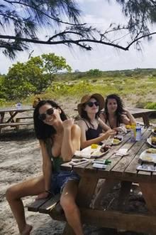 15. Juni 2018  Mit ihrer Mädels-Clique macht Olivia Munn einen Kurz-Trip. Zwischendurch wird sich bei einem Picknick gestärkt.