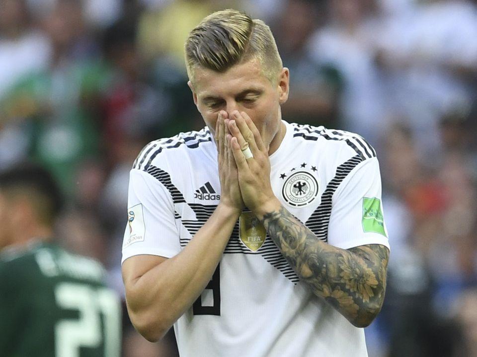 Die Enttäuschung über den Start der WM mit einem 0:1 gegen Mexiko ist dem Fußballer Toni Kroos deutlich ins Gesicht geschrieben.