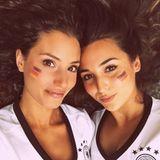 Nadine Menz teilt dieses Throwback-Foto auf sie mit Schauspielkollegin und Freundin Rona Özkan zu sehen ist.