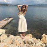 Cathy Hummels vermietet mit ihrem neuen Projekt Good CaMa Luxus-Villen in Kroatien, und mit diesem romantischen Sommer-Look macht sie dafür auch gleich die passende Werbung auf Instagram.