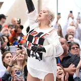 Im Juni 2018 schnapptdie gefährliche Jojo-Falle jedoch erneut zu: Christina Aguilera zeigt sich bei einem Konzert in New York wieder fülliger und versteckt ihre Rundungen unter einem weiten Pulli.
