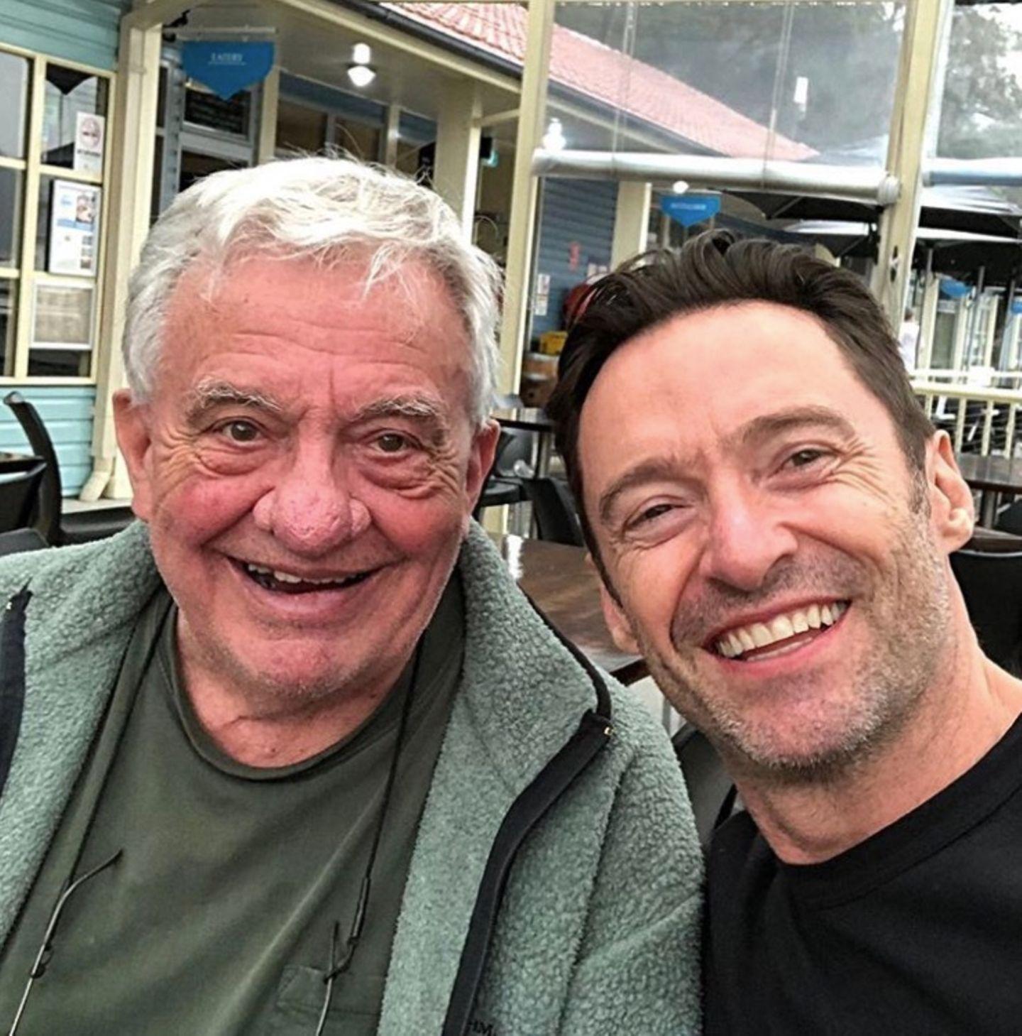 So viel Freunde in einem Foto: Hugh Jackman zeigt seinen Vater Christopher John Jackman.