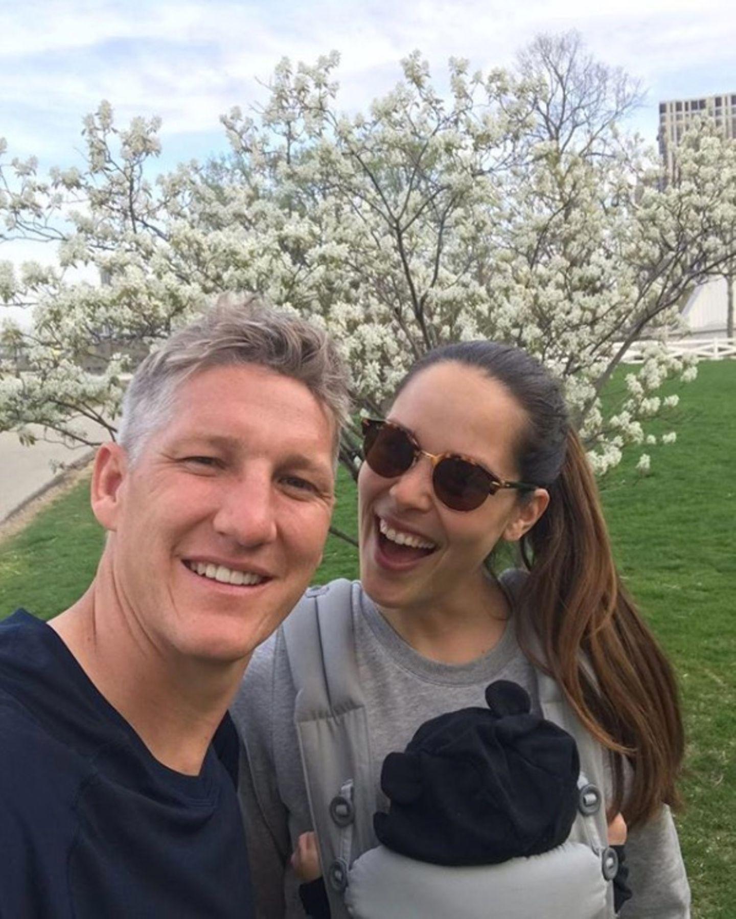 Endlich kann Ana Ivanovicihrem Mann Bastian Schweinsteiger zum Vatertag gratulieren.