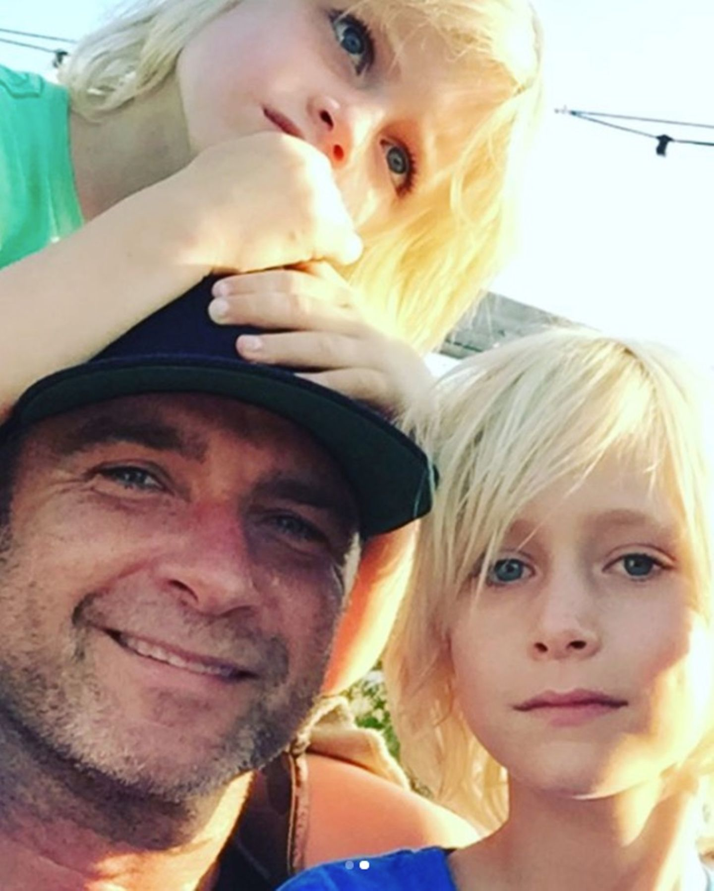 """""""Frohen Vatertag an diesen tollen Dad"""", postet Naomi Watts an ihren Ex und Papa ihrer zwei Söhne Liev Schreiber."""