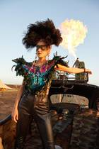 """ABOUT YOU Freedom Festival 2018  Mitreißende Musik, tanzende Menschen, verrückte Outfits: Endlich ist wieder Festival-Zeit! Auch Elena Carrière liebt das Spektakel rund um DJs und feiernder Meute. Damit der Tag ein voller Erfolg wird, setzt das Model auf ein besonderes Trio, wie sie im Interview mit GALA verrät: """"Powerbank, Lippenpflege und Feuchttücher sind meine Must-haves fürs Festival!"""""""