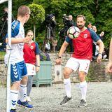 18. Juni 2018   Prinz Haakon zeigt sein ganzes Können am Ball.