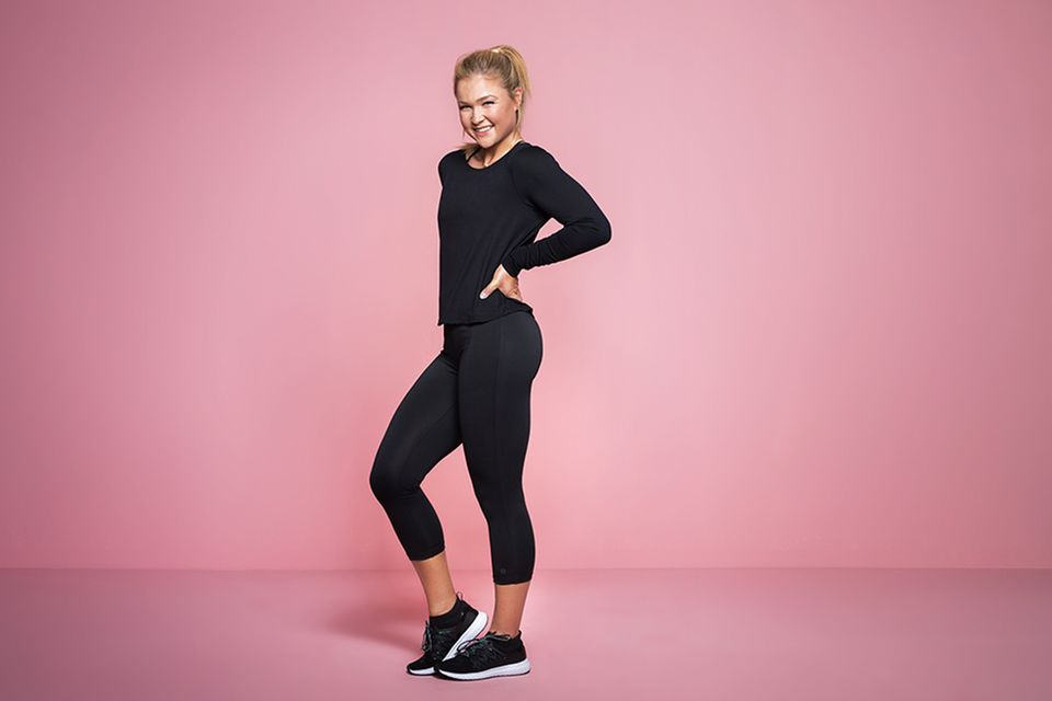 Sophia Thiel gehört zu den bekanntesten Fitness-Influencern Deutschlands und ist für Aldi Süd nun auch unter die Designer gegangen. VomSports-Bra bis hin zum langärmeligen Oberteil - ihre Kollektion trägt sie selber natürlich auch.