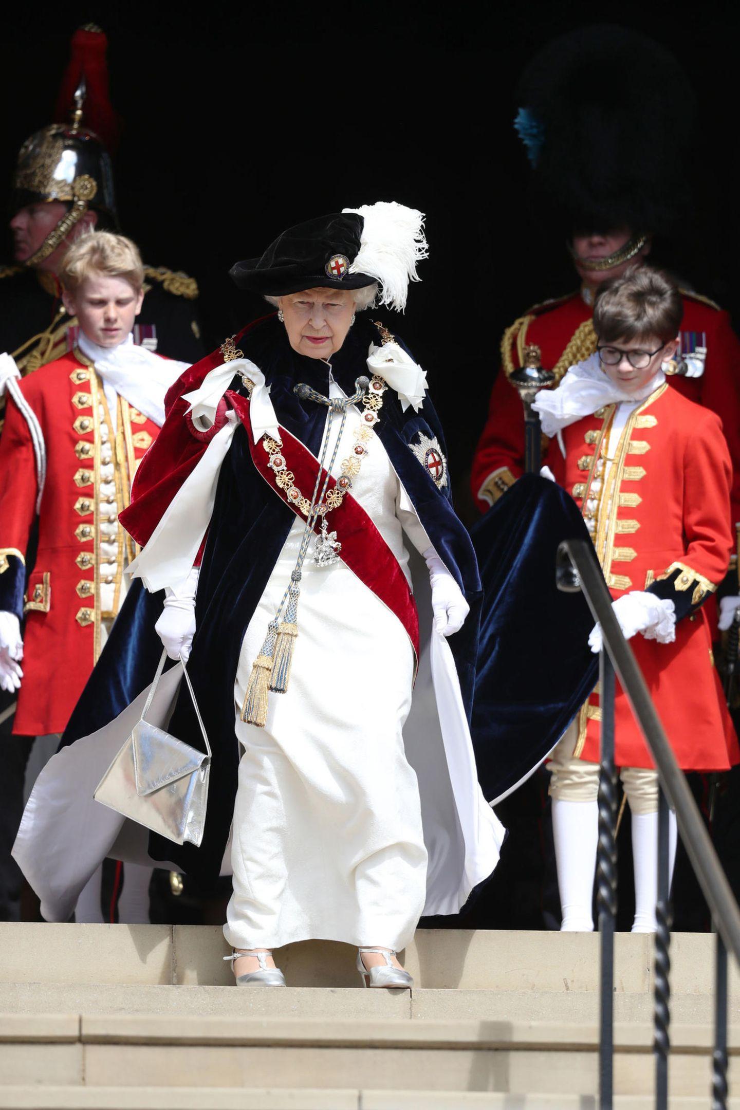 """18. Juni 2018   Auch Königin Elizabeth II.zeigt sich beim jährlichen Gottesdienst des """"Order of the Garter"""" in der St George's Chapel ..."""