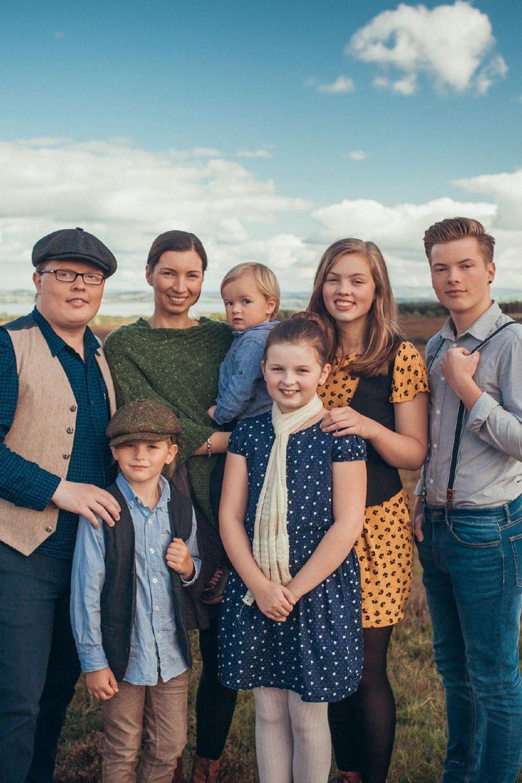 Angelo Kelly mit seiner Frau Kira und den Kindern Gabriel, Helen, Emma, Joseph und William