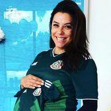 Nur zwei Tage nach Aufnahme dieses Bildes ist die schöne Schauspielerin Eva Longoria schon Mutter geworden. Vorab wurde allerdings noch kräftig die mexikanische Fußballmannschaft angefeuert.