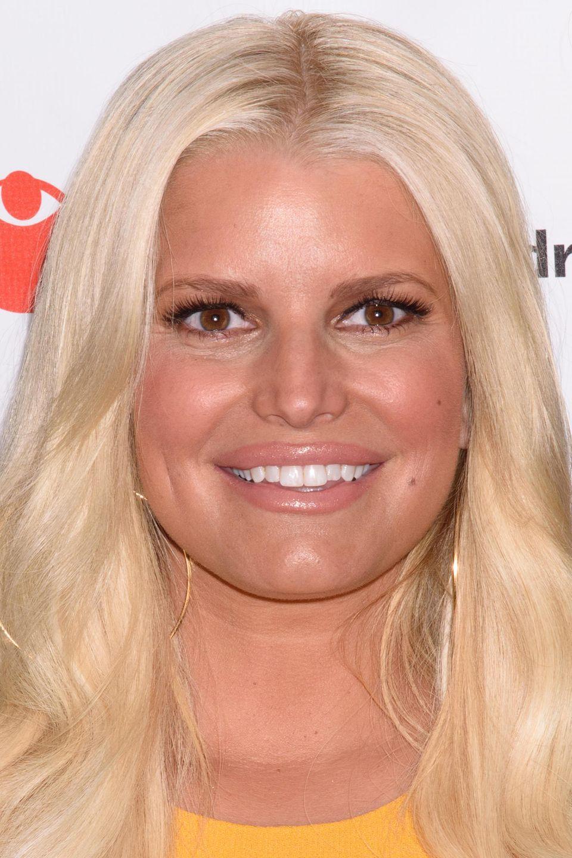 Denn so kennen wir die Blondine: Gestylt und mit strahlend weißen Zähnen - so präsentiert sich Jessica Simpson normalerweise in der Öffentlichkeit.