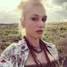 Gwen Stefani ist eigentlich für ihr auffälliges, farbenfrohes Make-Up (inklusive roten Lippen)bekannt. Doch auf diesem privaten Selfie zeigt sich die Sängerin ungewöhnlich natürlich. Auf Instagram postetsich Gwen mit Undone-Dutt, die Augenbrauen sind nicht nachgezeichnet, nur etwas Eyeliner verwendet sie. Perfekt unperfekt, we like!