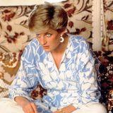 Prinzessin Diana trägt 1983 eine leichte Tunika im gleichen frühlingshaften Blauton.