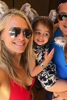 20. Juni 2018  Molly Sims und ihre Familie hat mächtig Spaß. Verkleidet mit süßen Plüschöhrchen posen sie für ein Instagram-Bild.