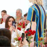 Victoria und David Beckham sitzen in der Front-Row der Kent-and-Curwen-Show in London gleichzeitig am Tisch.