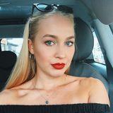 """Nach ihrer erfolglosen Teilnahme bei """"Bachelor in Paradise"""" zeigt sie sich jetzt mit deutlich volleren Lippen auf Instagram. Eine Frankfurter Schönheitsklinik dokumentiert via Social Media, dass Svenja sich mit Hyaluron prallere Lippen zaubert und sie setzt diese mit knallrotem Lippenstift zusätzlich in Szene."""