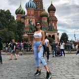 Georgina Rodríguez, Cristiano Ronaldos Liebste, erkundet Moskau. Auf dem Foto steht sie vor derBasilius-Kathedrale.