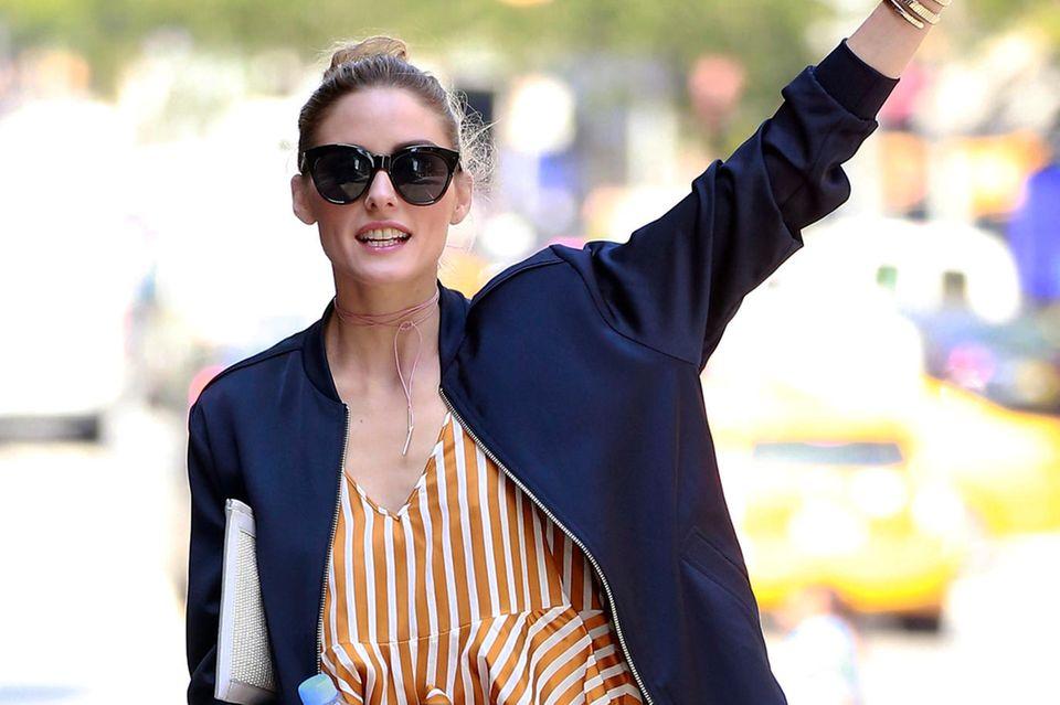 So cool! It-Girl Olivia Palermo in einem gestreiften Jumpsuit.