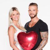 """""""Love Island""""-Liebespaar Stephanie Schmitz (23) und ihr Verlobter Julian Evangelos (25)"""