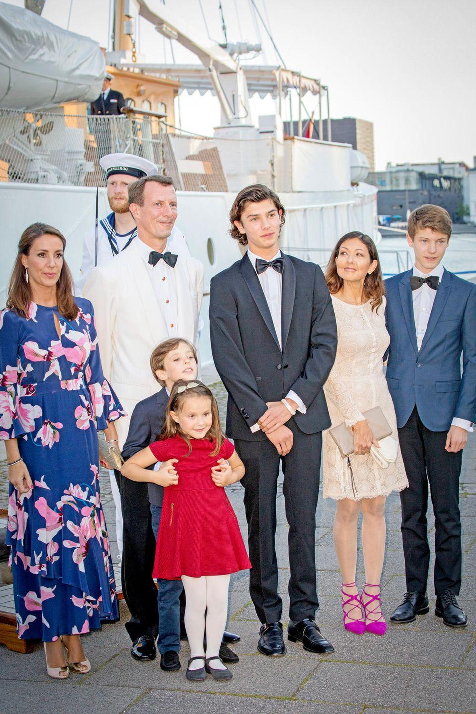 Die royale Patchwork-Familie: (v.l)Prinzessin Marie,Prinz Joachim, Prinz Henrik, Prinz Nikolai,Gräfin Alexandra (Prinz Nikolais Mutter) und Prinz Felix. Nikolai und Felix stammen aus Prinz Joachims erster Ehe mit Gräfin Alexandra.