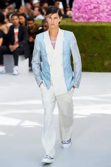 Prinz Nikolai von Dänemark gehört nicht nur zum europäischen Hochadel, sondern ab sofort auch zur Model-Elite. Der älteste Sohn von Prinz Nikolai von Dänemark eröffnete im Rahmen der Paris Fashion Week Paris Men die Dior-Show - ein absoluter Ritterschlag in der Modebranche.