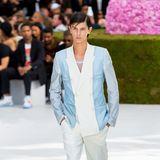 Prinz Nikolai von Dänemark gehört nicht nur zum europäischen Hochadel, sondern ab sofort auch zur Model-Elite. Der älteste Sohn von Prinz Nikolai von Dänemark eröffnetim Rahmen der Paris Fashion Week 2018 sogar die Dior-Show –ein absoluter Ritterschlag in der Modebranche.