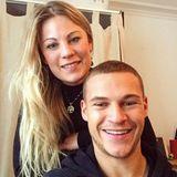 Die hübsche Blondine und ihr Fußballstar-Bruder haben ein sehr enges Verhältnis. Deborah Kimmich absolviert ein duales Studium bei Airbus und lieb Sport und die Berge.