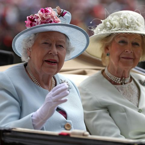 Queen Elizabeth und ihre Cousine Alexandra, The Honourable Lady Ogilvy