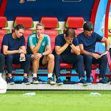 Sprachlosigkeit beim Bundestrainer und seinem Team:Marcus Sorg, Andreas Köpke, Thomas Schneider und Jogi Löw nach dem desaströsen Ausscheiden der deutschen Nationalmannschaft.