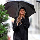 Selbst ein verregneter Tag in New York scheint Heidi Klums guter Stimmung nichts anhaben zu können. Ob ihre junge Liebe zu Tom Kaulitz der Grund ist, bleibt Heidis kleines Geheimnis.