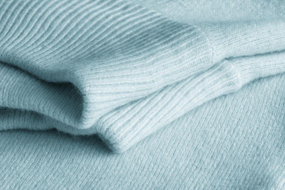Die feine Wolle mag es nicht zu heiß. Die edlen Fasern sollten so wenig wie möglich strapaziert werden.